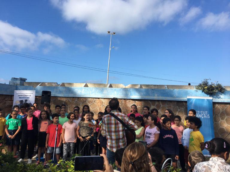 La chorale des CE2/CM1-CM2A et des Amazones